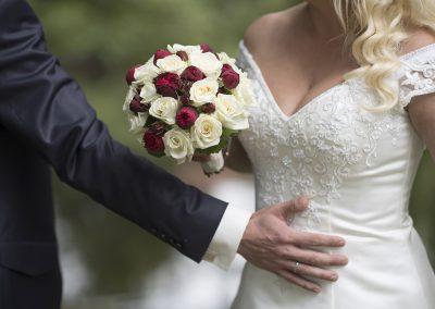 Ich bleib bei Dir. Im Park. Alles sind glücklich. Hochzeitsfotografie in Hamburg, Bremen, Oldenburg, Emden, Leer, Paris, Mallorca